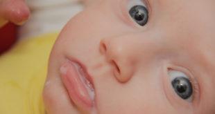 mom-breastfeeding-baby-boy-with-breast-milk